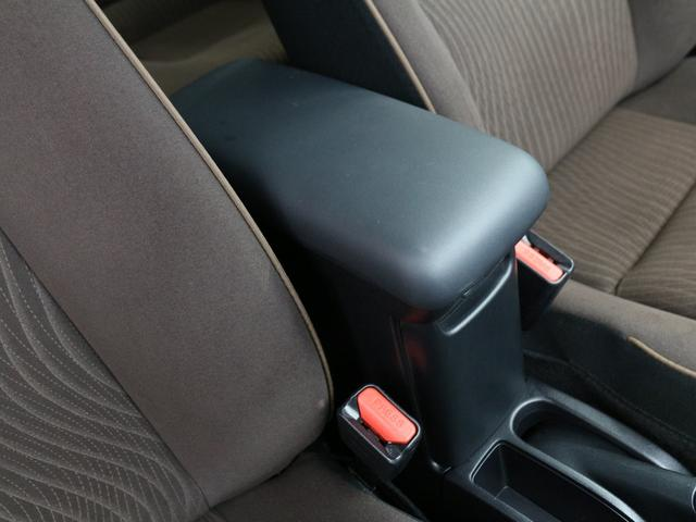 【アームレストコンソール】長時間のドライブに必要不可欠なのがアームレスト。通勤から旅行まであなたの肘をサポート致します!