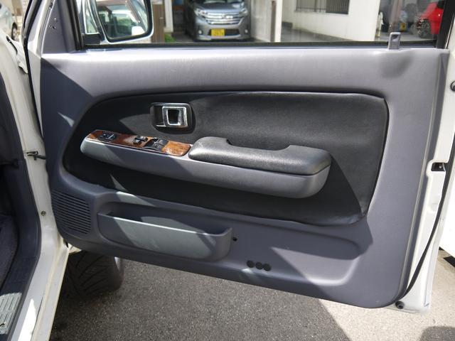 エクストラキャブワイド 4WD サンルーフ 22インチアルミ(17枚目)