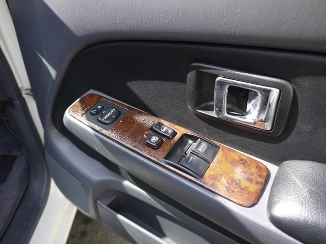 エクストラキャブワイド 4WD サンルーフ 22インチアルミ(18枚目)