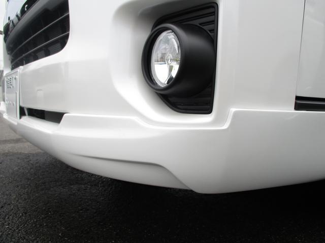 各種構造変更(ローダウン・乗車定員変更・各種シート変更)に至るまで公認納車をさせて頂いております。1、4ナンバーのバン登録から3、5ナンバーのワゴン乗用登録への変更なども承ります。