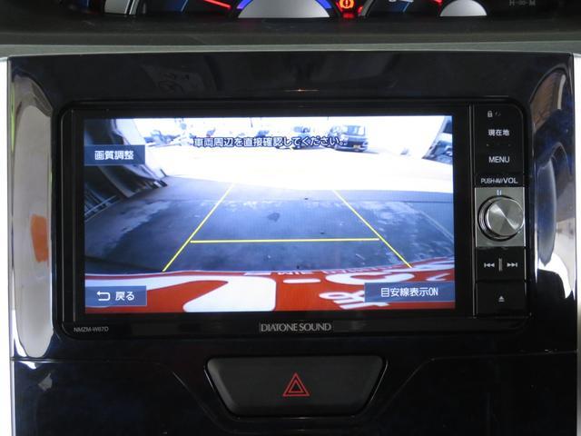 慣れない駐車も安心のバックモニター。ワイドダイヤトーンサウンドメモリーナビ(NMZM-W67D)が付いています。