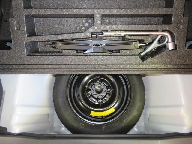 パンクの時も安心、スペアタイヤ及び工具が付いてます。