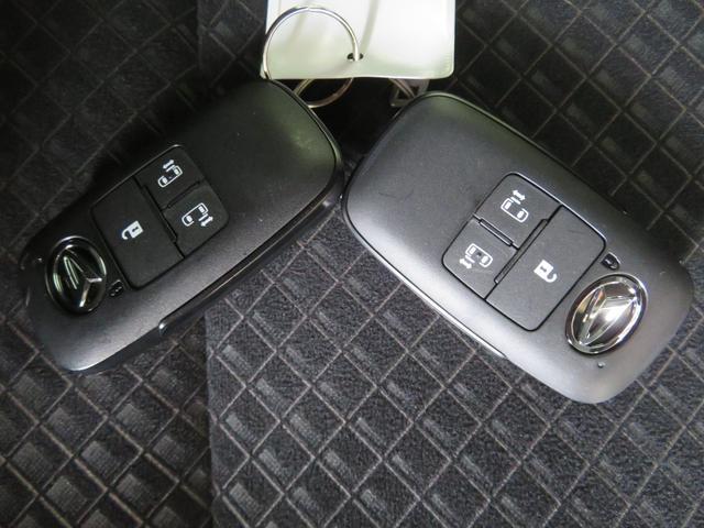 電子カードキー(カードキーを携帯していれば、車から離れると施錠し、車に近寄れば解錠します。)