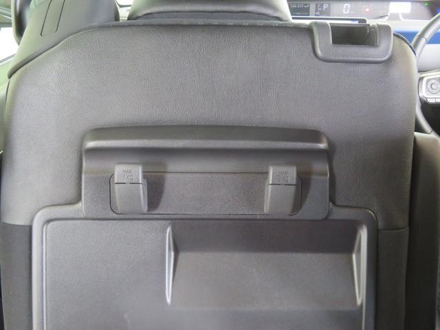 助手席後ろに小物フックが2つ有ります。(MAX3kg)