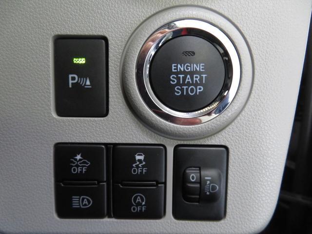 プッシュボタンで楽々エンジンスタート。装備集中スイッチやコーナーセンサーも付いています。