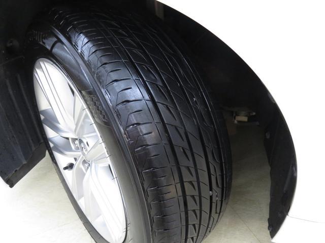 タイヤの溝もご覧のようにバッチリです。バリ溝とは言いませんが、まだまだ十分に使用できるレベルです。遠方の方でも、安心して購入できるレベルだと思います。ご期待ください。