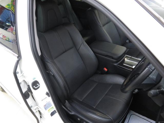運転席シートの状態です♪電動メリー機能付き黒革シートです♪シートヒーター、シートクーラーもついておりますので、年間を通して快適なドライブが楽しめます♪♪