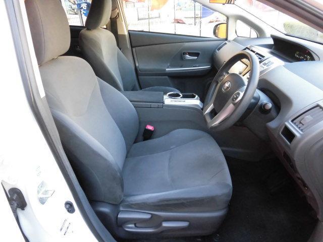 運転席、助手席、広々してますのでゆったり、快適に乗れます!シートの状態も良く、内装もキレイです。