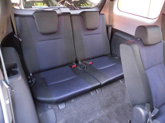 サードシートも綺麗です。