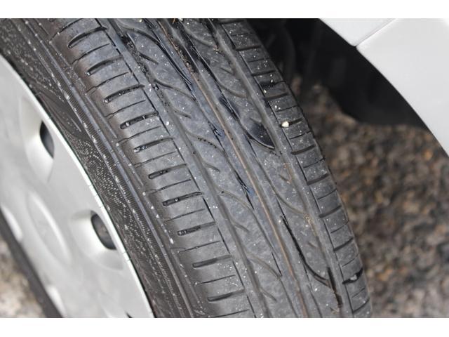 タイヤの溝はご覧の様に十分残っております。