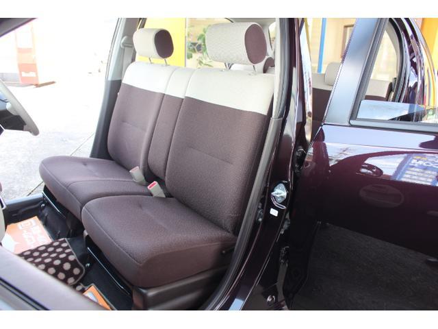 ワンオーナーの禁煙車だけあって、車内はきれいな状態が保たれております。天井からシート、フロアまで目立つようなダメージは見受けられません。とっても程度良好です。