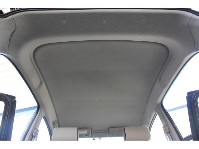 禁煙車だけあって天井もきれいな状態が保たれております。