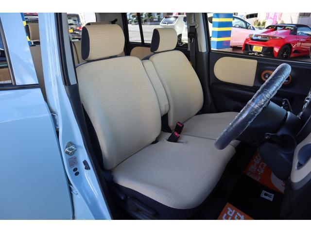 車内は専用クリーニングマシーンにて、洗浄、除菌、消臭処理が施されております。洗浄剤は人体、環境に優しいものを厳選して利用しております。気になる様な臭い等感じられません。
