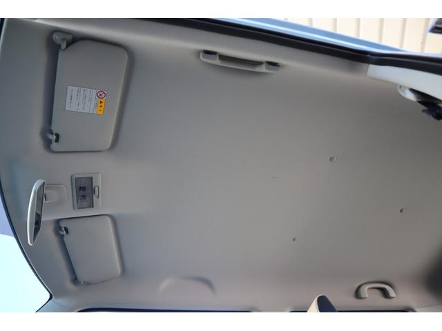 禁煙車だけあって、天井もきれいな状態が保たれております。