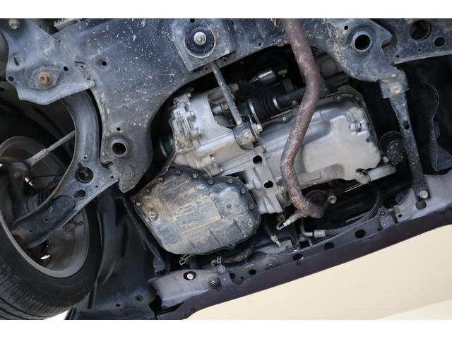 エンジン、オイルパン、ミッション周りからもオイル漏れ等見受けられません。なかなか確認する事の出来ない下周りもとっても程度良好です。
