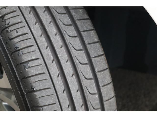 タイヤの溝は十分に残っております。