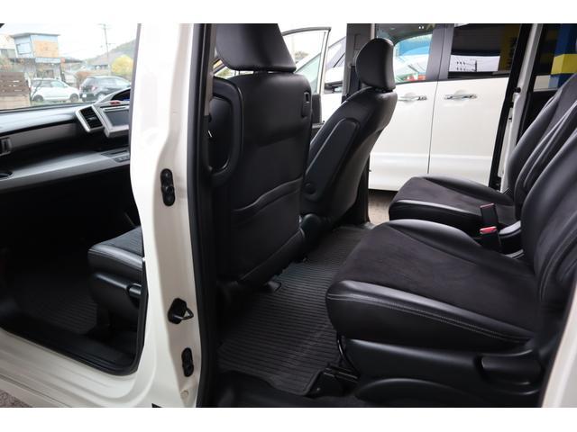 シートに目立つ様なシミや切れ等見受けられません。内装の程度重視の方にも自信を持ってお勧めできる程度の良さです。是非是非現車をご確認ください。