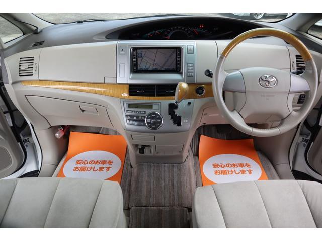 ワンオーナー車だけあって、車内はきれいな状態が保たれております。天井からシート、フロアまで目立つようなダメージは見受けられません。とっても程度良好です。