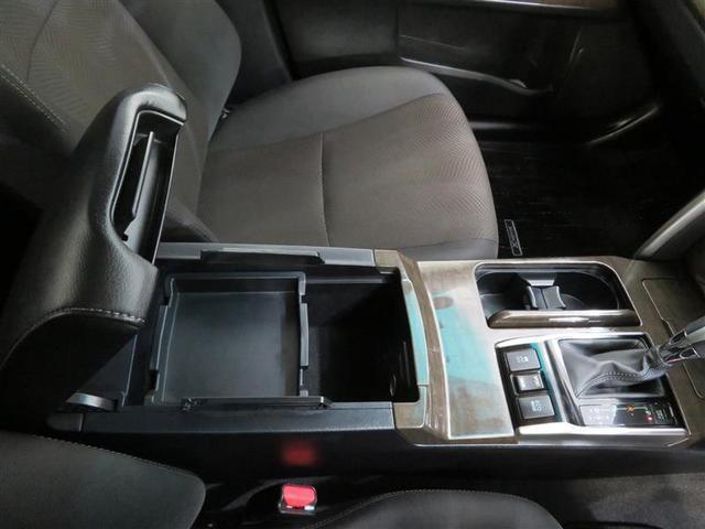 センターコンソールにはカップホルダーと小物入れが有ります。