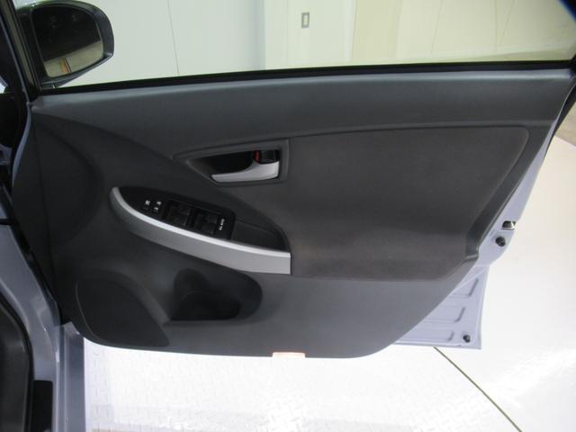 運転席のドアです。 ドリンクホルダーもあります♪