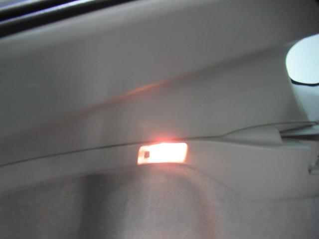 夜間の荷物の積み下ろしにも便利な照明もあります。