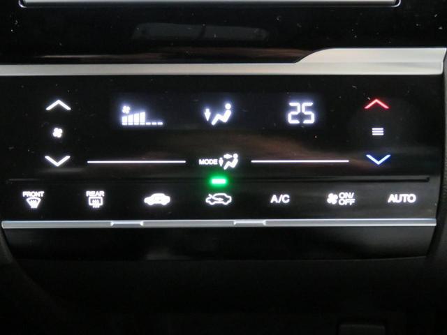 オートエアコン操作パネルです。 すごしやすい快適温度をキープ♪