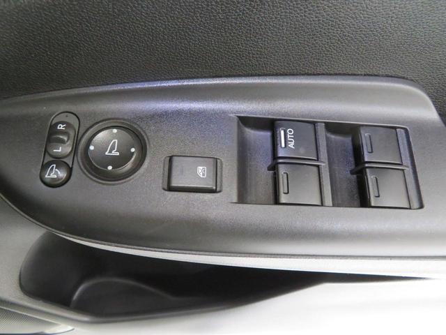電動格納ドアミラー付きです。