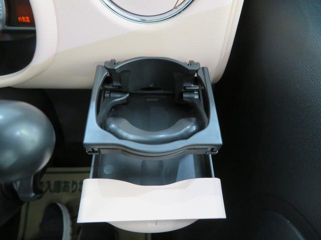 運転席のカップホルダー! 純正って使いやすい所にありますよね♪