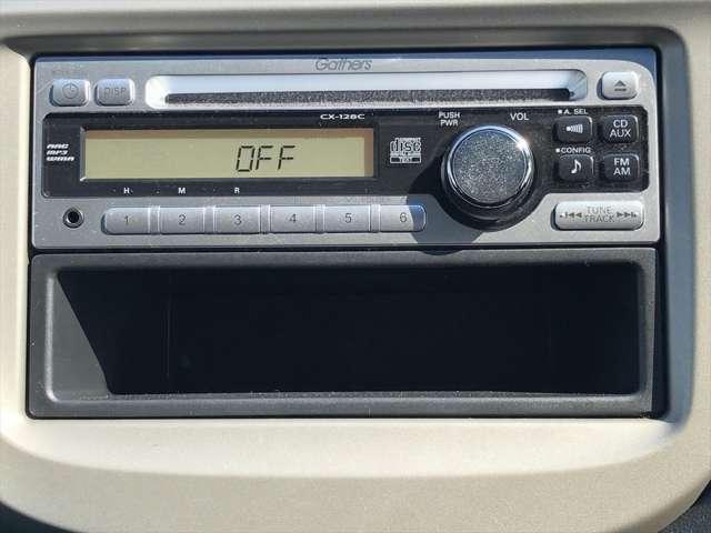 オーディオがついておりますので車内でラジオやCDを聞くことができます!
