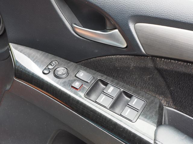 運転席のパワーウインドスイッチ、ドアミラーのコントローラー
