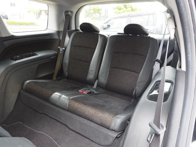 サードシート。サードシートは収納できますのでラゲッジスペースに大きな荷物も積み込み可能です