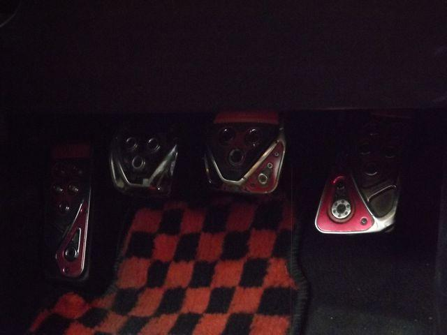 Sエディション 6MT・TRD製クイックシフト・シフト革巻直済・ETC・純正エンジンイグニッションプッシュスタート付・社外製HIDヘッド・レイズ製前後17インチAW・TEIN製車高調・社外製マフラー・(13枚目)