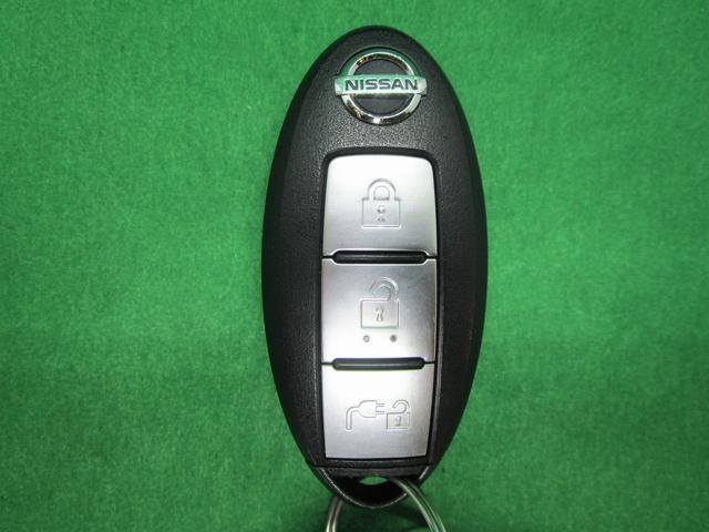 S(30kwh) 純正ナビ フルセグTV バックカメラ 衝突軽減ブレーキ LEDオートライト インテリキー シートヒーター ステアリングヒーター ドライブレコーダー ブルートゥース接続 電動格納ミラー コーナーポール(4枚目)