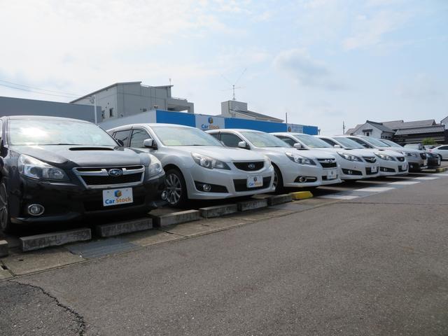 常時60台以上の在庫車両を展示いたしております。お客様がご覧いただきやすいように配置し、広々展示スペースでゆっくりとお気に入りの一台を選んで頂けます。