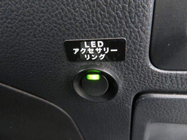 リミテッド 黒革シート 8インチSDナビTV バックカメラ サイドカメラ パワーバックドア LEDライナー アイサイト ハイビームアシスト スバルリヤビーグルディテクション パワーシート シートヒーター(32枚目)