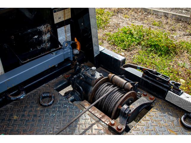 クレーン付き 積載車 極東フラトップ 開閉アオリ ラジコン 4段クレーン 差し違いアウトリガー ミラー型バックカメラ 6MT レッカー キャリアカー(19枚目)
