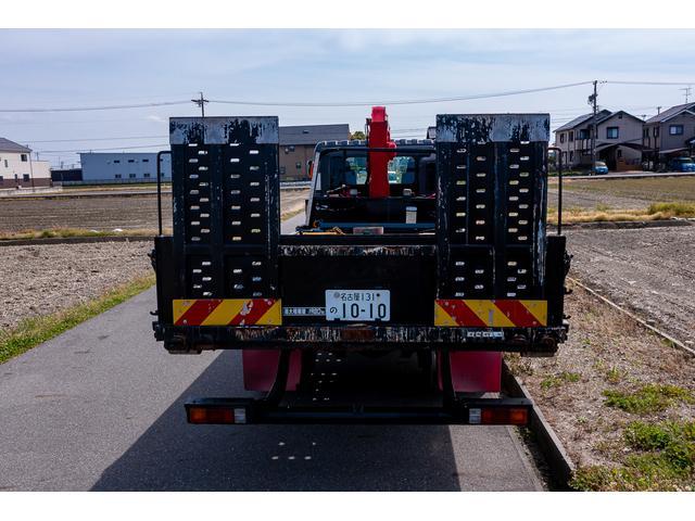 クレーン付き 積載車 極東フラトップ 開閉アオリ ラジコン 4段クレーン 差し違いアウトリガー ミラー型バックカメラ 6MT レッカー キャリアカー(23枚目)