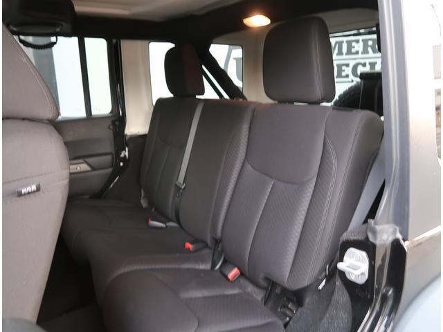 セカンドシートはかなり広いです!大人乗車でも窮屈しない所もポイント高いです!
