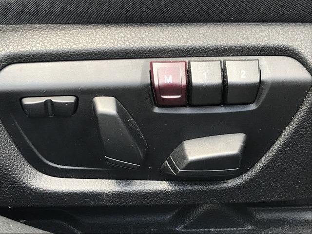 細かなドライビングポジション調整を可能にする【パワーシート】を装備。シートポジションの設定が楽に行えます。