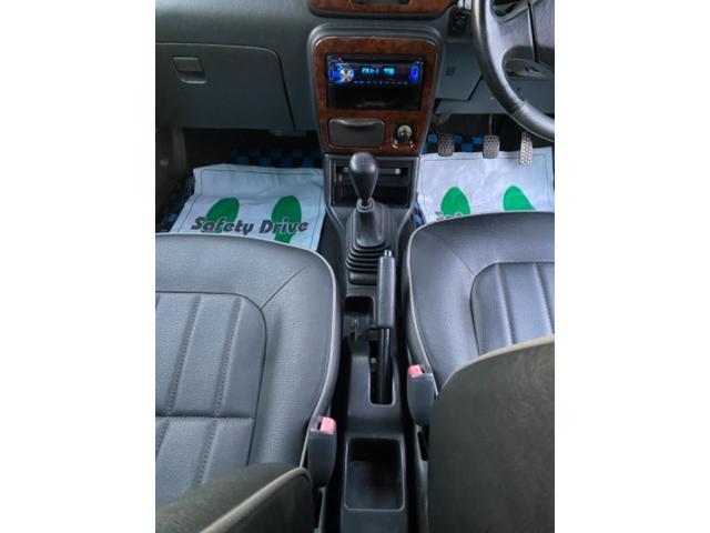 4WD 5速マニュアル車 アルミホイール ナビ DVD再生(11枚目)
