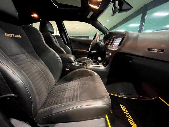 デイトナ392 V型8気筒6400cc 国内未登録車 アップルカープレイ サンルーフ ブレンボ ハーフレザーシート(23枚目)