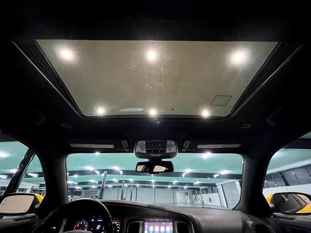 デイトナ392 V型8気筒6400cc 国内未登録車 アップルカープレイ サンルーフ ブレンボ ハーフレザーシート(34枚目)