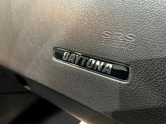 デイトナ392 V型8気筒6400cc 国内未登録車 アップルカープレイ サンルーフ ブレンボ ハーフレザーシート(39枚目)
