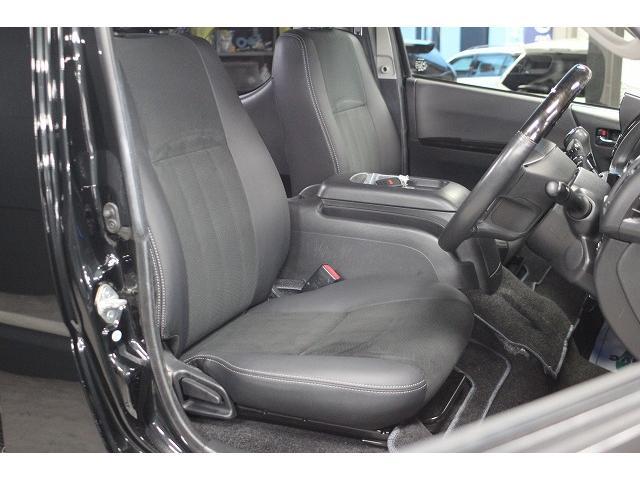 ハーフレーザーシートなので高級感があります!画像は運転席です。