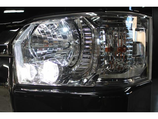 純正LEDヘッドライト装備です。ポジションランプはLEDを取付済みです。