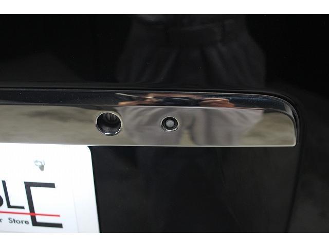 画像のリアゲートのスイッチを押すだけでドアの解錠・施錠が出来ます。