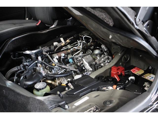 エンジンルームもご覧の通り綺麗です。納車前にはトヨタディーラーにてしっかり点検後お渡しいたしますので安心してお乗り出ししていただけます。バッテリーも新品を取り付け致します!