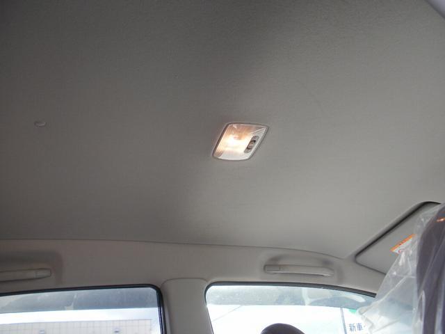 禁煙車・天井もキレイです◎
