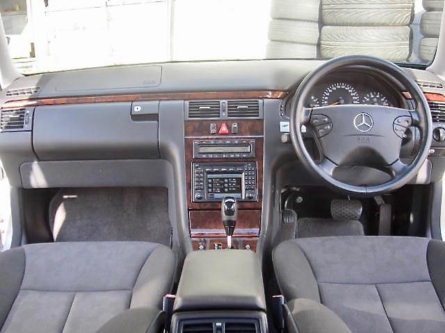 メルセデス・ベンツ M・ベンツ E240ステーションワゴン  イカリング
