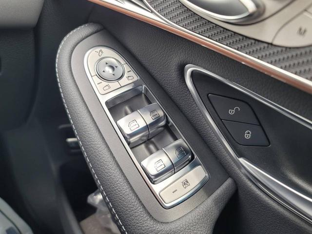 EQC400 4マチック AMGライン ユーザー買取車 4WD サンルーフ 本革黒シート シートエアコン HUD レーンアシスト 衝突防止装置 レーダークルーズ シートヒーター パワーシート 純正21インチアルミホイール 充電ケーブル有(45枚目)